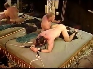 Gay dude is in bondage and gets an electrical machine up his ass