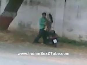 Desi Sex in public street north india