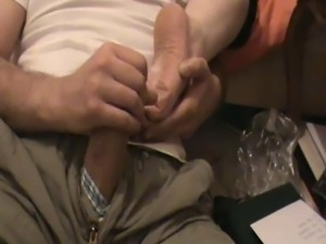 Cuming on Iranian Girls soles