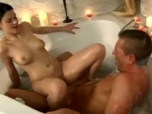 Leonie fucks in a bathtub