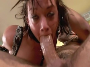 28 year old anal queen with fake 34D tits and a 32 inch ass does anal and DP...