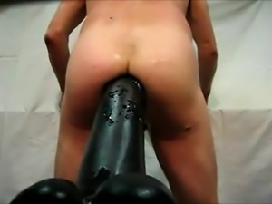 Asshole extrem - Giant dildo fucks