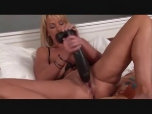 hot milf uses her big sextoy collection in her pussy(ctrent)