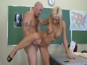 Jessica Lynn in Cougar High free