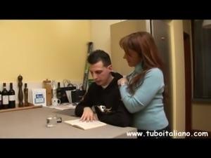 Italian Teen a Letto con lo Zio free