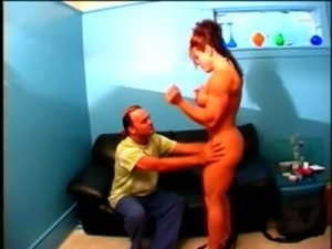 Female Bodybuilder fucking skinny dude free