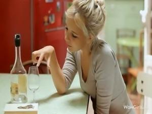 perfect blond  masturbate  in kitchen - nice wet pussy free