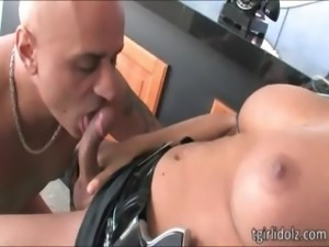 Domme shemale police fucks a thief guy