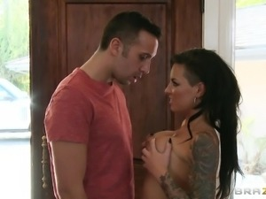 she seduced him to play with her nice tits