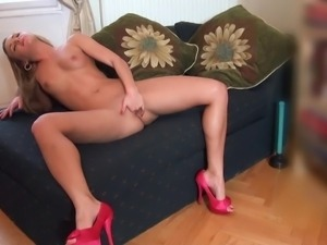 amanda blake alone and horny all by herself