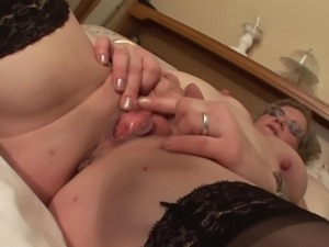 natalie is a perverse mature slut pleasuring her cunt