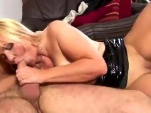 Chubby cougar rides that cock