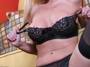 Luxurious blonde Regan Anthony shares her asshole