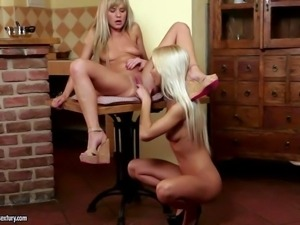 Turned on slender teen blonde Bella Baby with nice natural
