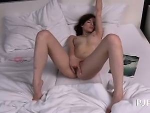 Czech model Leila gaping gyno vagina