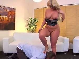Blonde hottie Julie Cash enjoys fucking hunk Tom Byron and his long dick