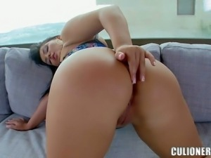 Busty dark haired babe with an amazing booty Jasmine Black