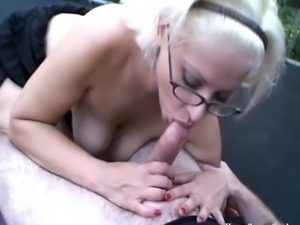 HomegrownOutdoorSex Bouncing blonde amateur cutie getting her hot pussy...