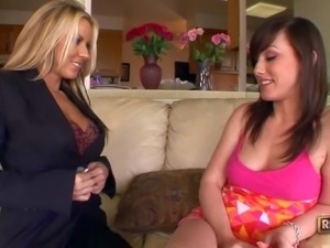 Delicious Carolyn Reese and Jennifer White love lesbian sex and