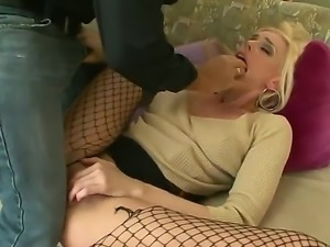Darryl Hanah gets the most pleasant and exciting cunnilingus in her life by...