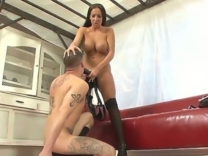 Richelle Ryan gets her pussy licked by Ty Roderick before having him worship...