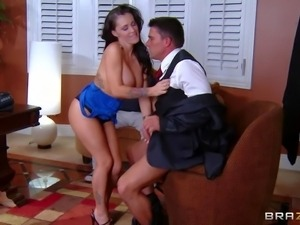 Jenna Presley is a super sexy dark haired wife with