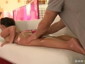 Round assed bikini babe Phoenix Marie finds her husband's body