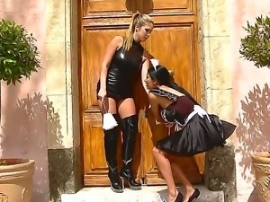 Horny Anissa Kate manages to seduce Eva Parcker into one nasty femdom session