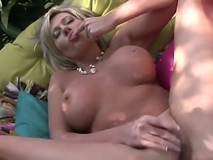 Young and nasty Bailey Cream rubs her clit and feels her juice very well...