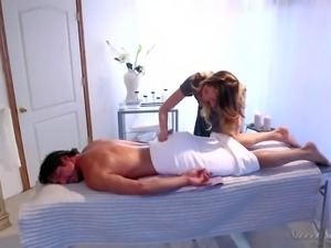 Hot and arousing masseur babe Jessie Andrews gets her hands