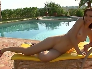 Redhead babe got rid of her bikini and started masturbating by the pool