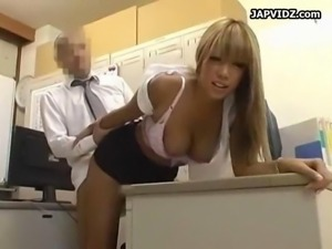 boss fucks girl on office table