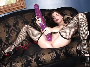 Jessie Palmer gives herself some snatch stimulation with the help of her dildo