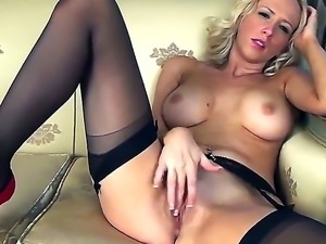 Sexy-Samantha finger fucking herself in the houses