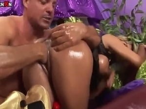 Klarisa Leone enjoys pussy fisting and gaping so she gladly receives toying...