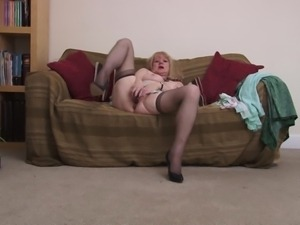 mature slut fucking herself