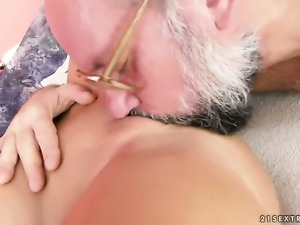 Blonde Sunny Diamond gets turned on then mouth fucked