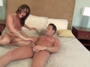 Cheating brunette milf Lola with natural boobies and cheep make up cheats her...