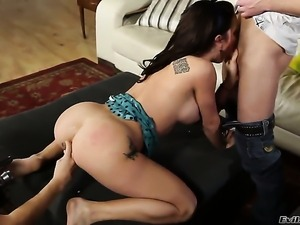 Michael Vegas attacks sinfully sexy Amy BrookeS mouth with his love torpedo...