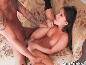 Asian pornstar Asa Akira gives Keni Styles a strip tease before fucking his...