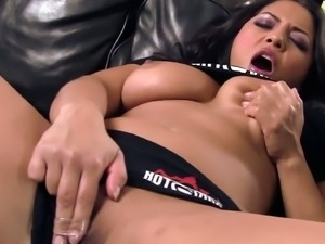 Hot brunette Adrianna Luna rubs her sweet cunt