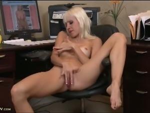 Horny blonde milf plays wearing pantyhoses