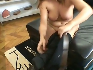 Rocco Siffredi presents us his new girlfriend Bellina with big natural boobs...