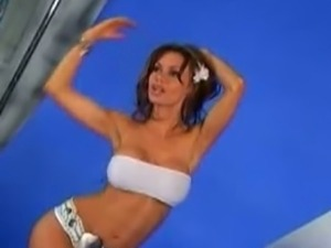 Crissy Moran strips and provokes with her body