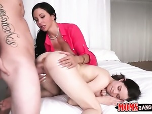 Mature Jewels Jade is good on her way to satisfy her lesbian girlfriend Jenna...