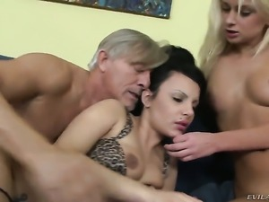 Christoph Clark gives completely cute Ivana Sugars ass way a try in steamy...