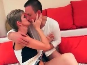 Boy fucks his hot mature girlfriend