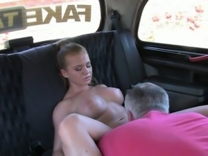 Huge boobs slut fucked by fraud driver for a free fare