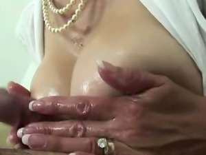 Lady Sonia gets titjob cumshot