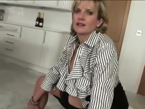 Lady Sonia shows tits and cunt